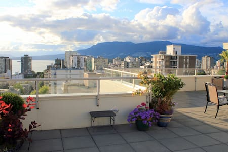 LUXURY 1 BR APT with Rooftop Pool + Parking - Vancouver