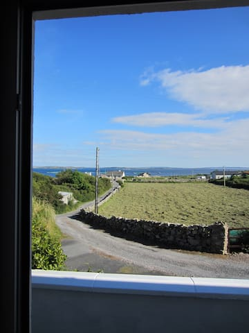 Connemara- 3 bedroom House - Kilkerrin - House