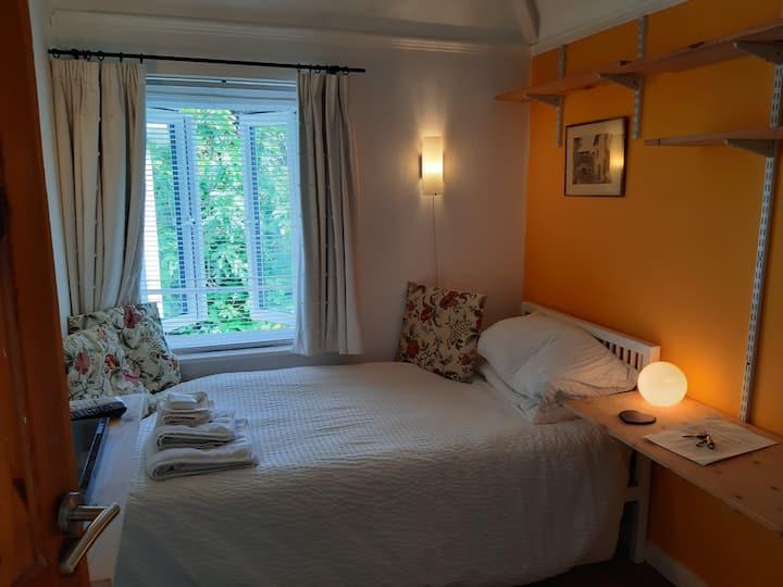 Single bedroom, central Cambridge