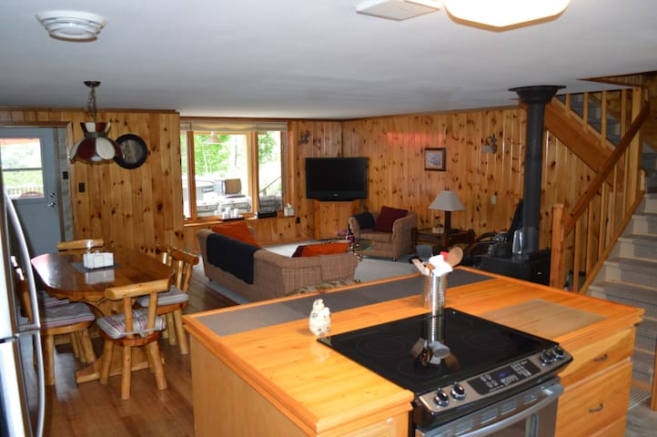 3 bedroom cottage on Moira Lake. - Tweed - Srub