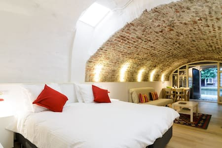 Cosy B&B in Medieval Wharfcellar - Utrecht - Bed & Breakfast