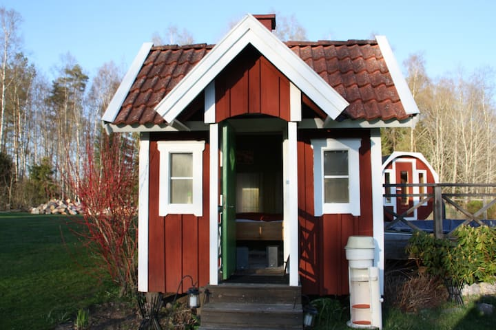 Small Garden Cottage - Töreboda