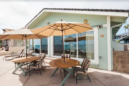 Charming Ocean Front Cottage at Faria Beach!