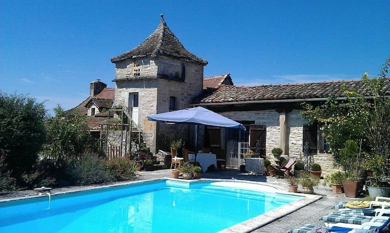 Gîte West for 2 people in SW France. Pool. 2 b/rms
