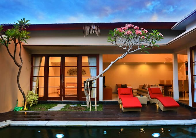NUSA DUA LUXURY 1 BEDROOM VILLA
