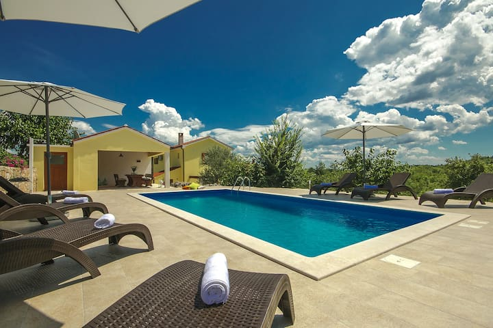 Casa Ida with pool set in central Istria