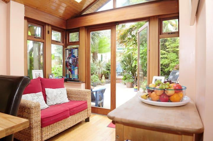Warm family home & garden in D9