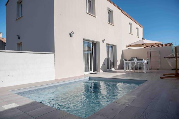 Maison avec piscine spacieuse - proche mer / ville