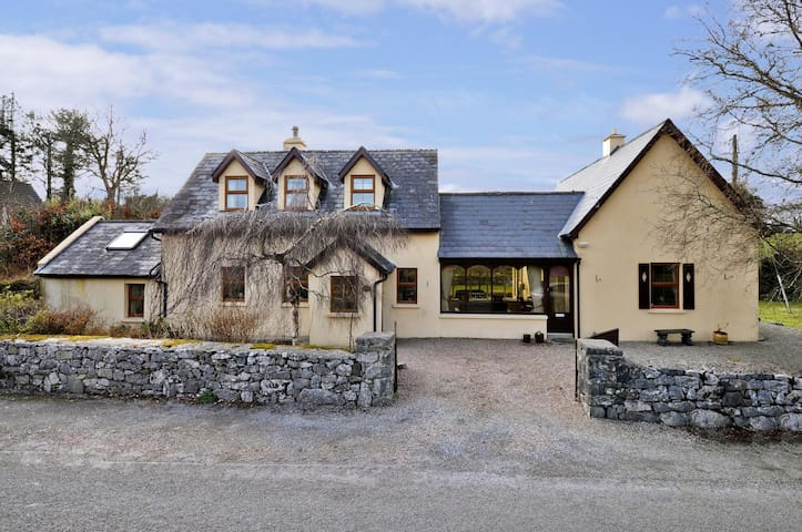 2 Bed 2 Bath Cosy cottage, gateway to Connemara - Moycullen - Дом