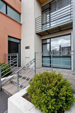6B Cedar Grove Luxury Duplex apt - Bangor - Apartamento