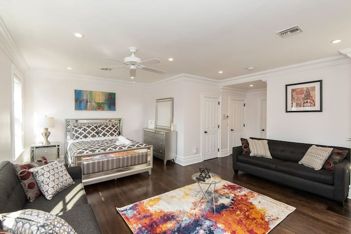 HEART of DOWNTOWN REMARKABLE 7BR/6BA MIN to NYC♥