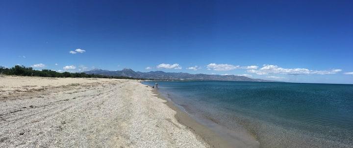 The Hibiscus Garden Apart.: Beach walk in Calabria