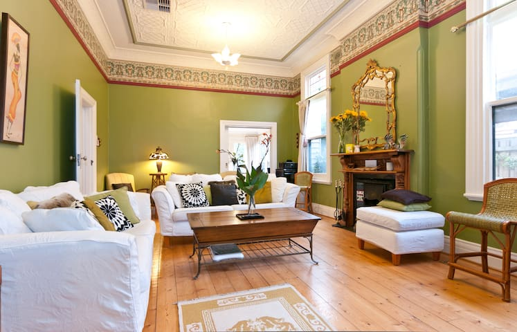 Beautiful and welcoming period home - Elwood - House