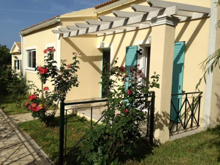 Sunflower villa, relaxing holiday close to beaches