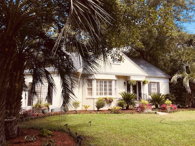 BEAUTIFUL-'Sea Oaks'-3 acres-5 minutes from beach