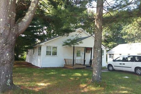 Great 2-bedroom house with Wood-Fires Sauna! - Hurleyville