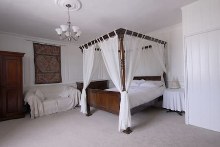 Oak House Four Poster, a great getaway for couples - Norwich - Pousada