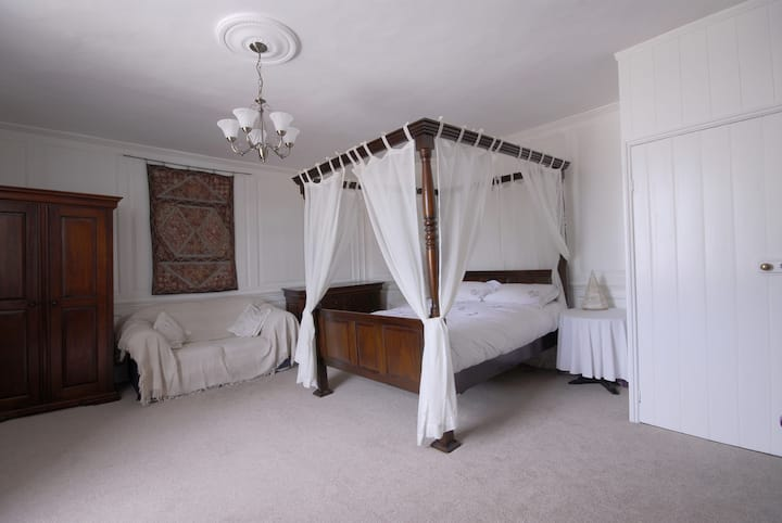 Oak House Four Poster, a great getaway for couples