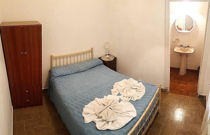 Hostel Trebol: habitación doble con baño privado