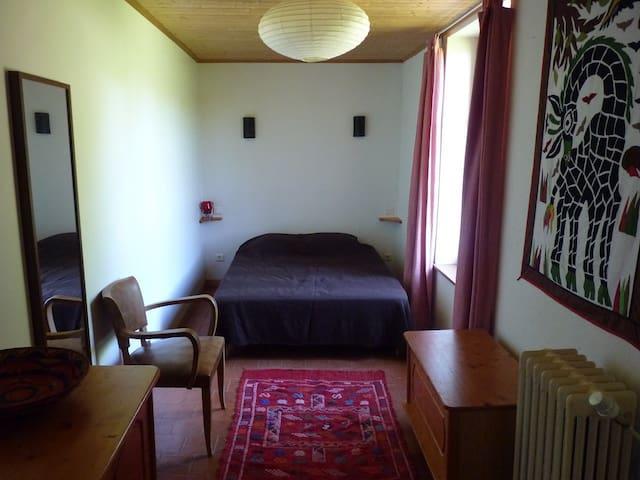 bedroom 3 - double bed (140)