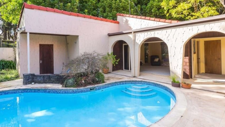 Tranquil Bush Villa Pool BBQ* R105