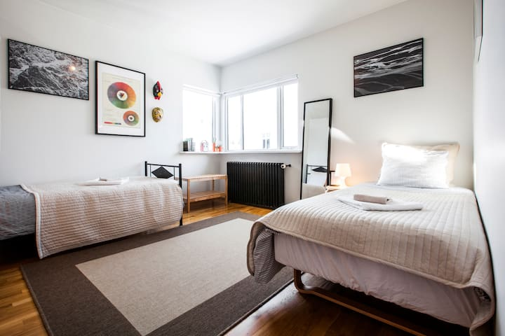 Charming, beautiful and bright! Twin room downtown - Reykjavík - Haus