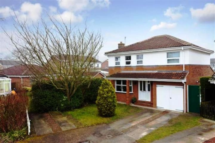 5 Bed Detached, 4 miles from York - Wigginton - Talo