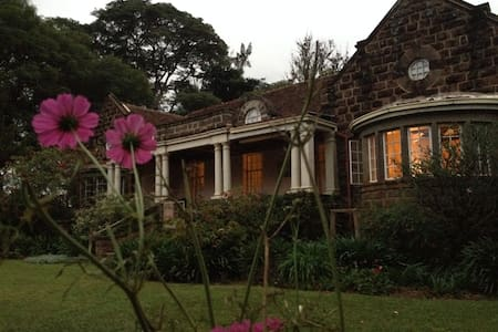 """The Constant Gardener"" cosy sngle - Nairobi - Bed & Breakfast"