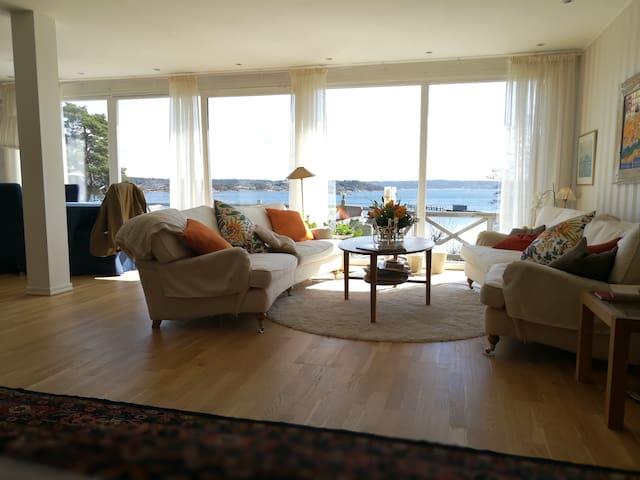 Villa med strandtomt.
