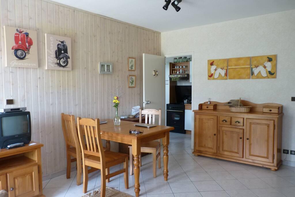t2 proche centre bord de mer appartements louer. Black Bedroom Furniture Sets. Home Design Ideas