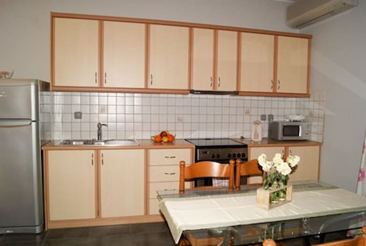 luxury apartment in Lourdas - Λουρδάτα - Haus