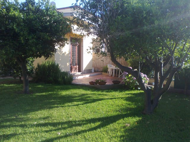 One bedroom house with garden. - Salto Covino - Ev