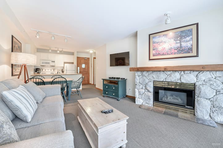 The Best Top Floor Ski-in/Ski-out condo at Aspens