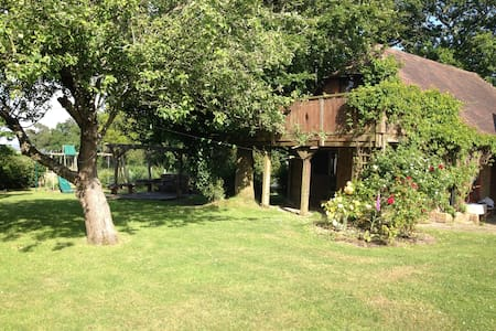 Treetops -  romantic studio apartment/treehouse - Herstmonceux - Appartamento