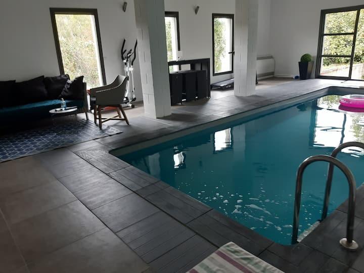 Suite de50m2 avec spa privatif, piscine intérieure