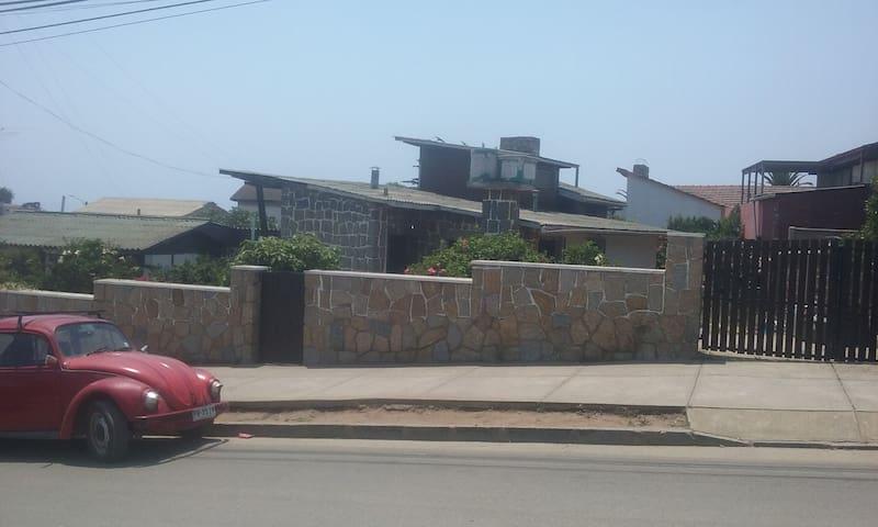 Casa completa con dos dormitorio - El Quisco