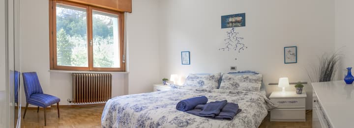 VoltodelRe - White-and-Blue room - lakeview