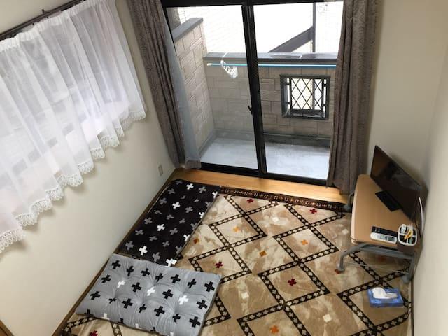 阁楼式日本风格民宿。设施齐全、交通便利。步行5分钟,有便利店、商业街。 - Tōhō-mura, Asakura-gun - Apartamento