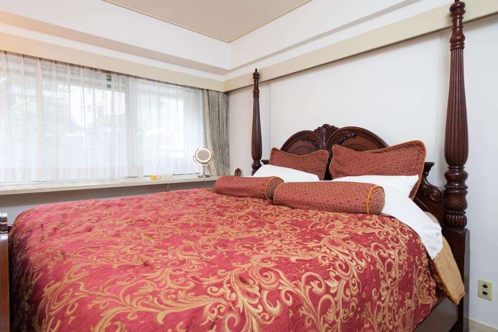 Super King Size Bed in Master Bedroom