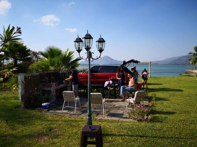 Casa Pacalá a la orilla del Lago Amatitlán