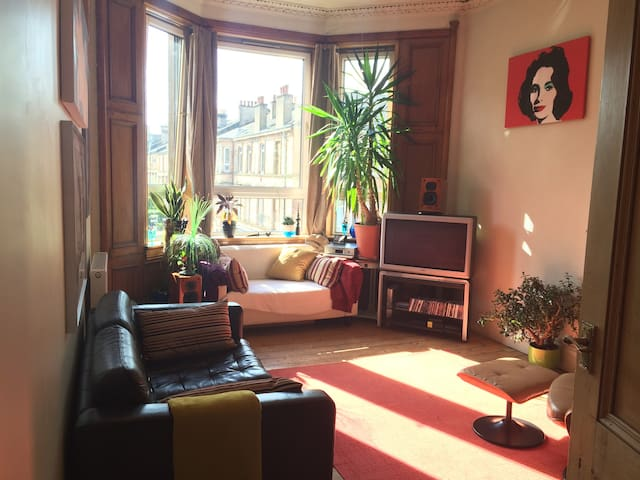 STYLISH PERIOD FLAT - DOUBLE ROOM