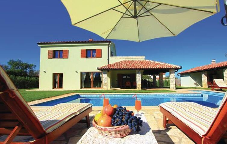 Exclusive Villa fabulous garden! - Peroj - Vila