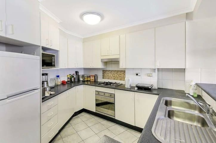 Master room just steps to Darling Harbour&city