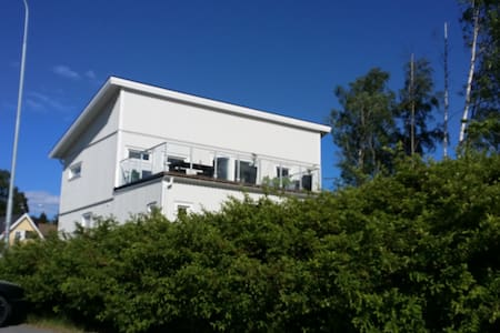 Modern, family friendly, close to Arlanda Airport. - Knivsta
