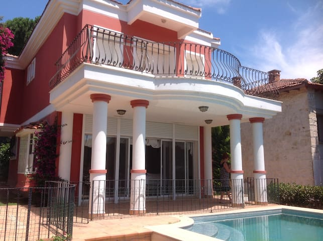 Beautiful Cesme vacation home - Alaçatı - House