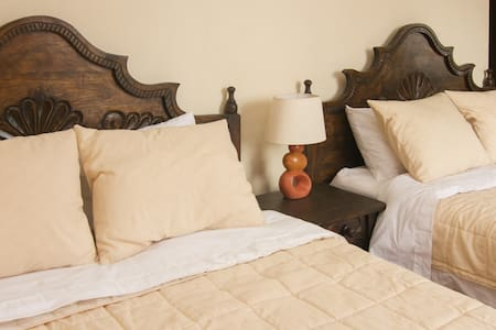 Best B&B by Historic Center! (Rm 2)