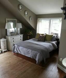 The Manor - Tower III Bedroom