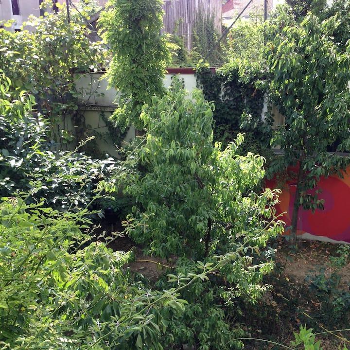 Loft ensoleillé avec terrasse donnant sur jardins