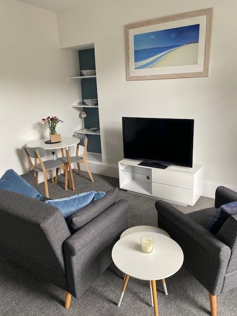 Entire unit, newly furnished, beautiful setting