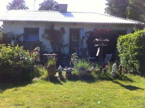 Velika stara bašta i šarmantna kuća